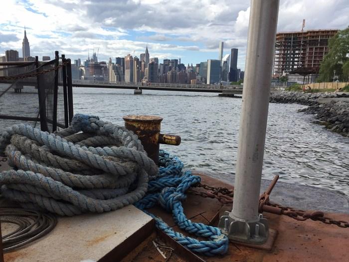 Brooklyn Barge Bar Restaurant am Wasser