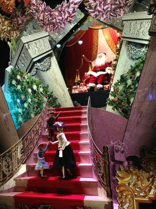 Weihnachtsmann im Schaufenster in New York