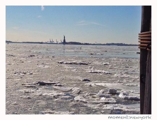 Freiheitsstatue im Eis