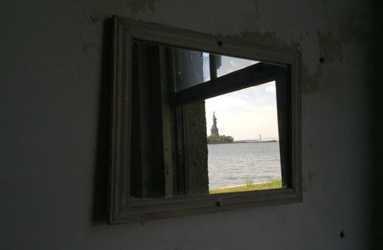 Freiheitsstatue im Spiegel
