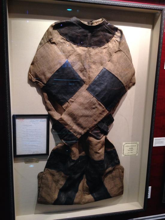 Punishment Suit im Houdini-Museum