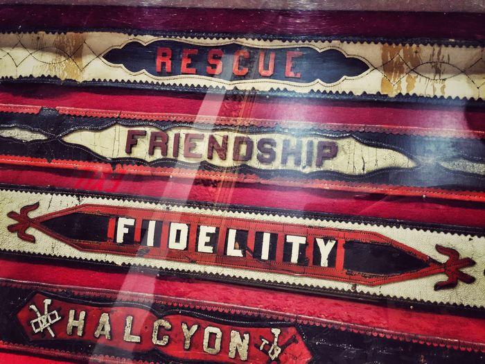Historische Gürtel im Feuerwehrmuseum