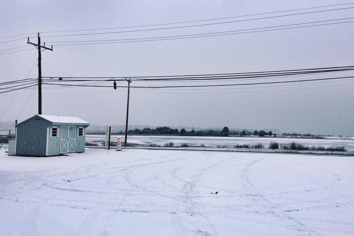 Hütte im Schnee auf Long Island