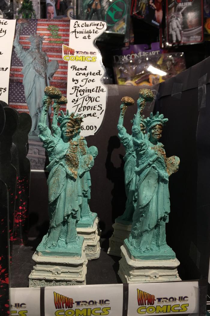 Freiheitsstatue Zombie St. George