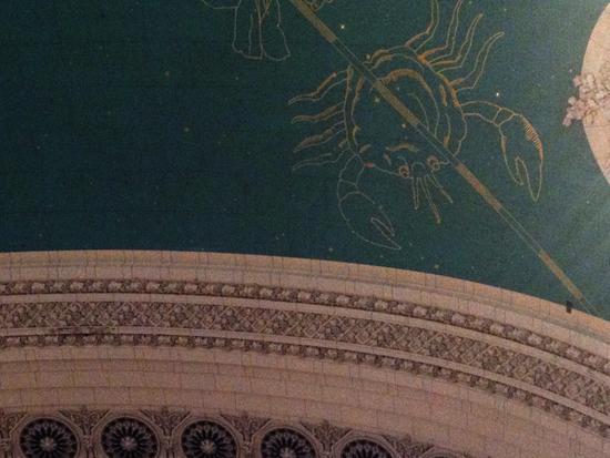 Dreck-Rechteck im ehemals schwarzen Himmel von Grand Central