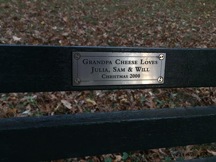 Grandpa Cheese Central Park Bank Schild