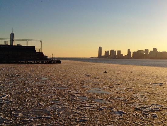 Hudson in Eis mit World Trade Center One