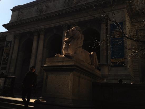 Löwe vor welchem Gebäude in New York?