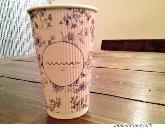 Tee im Plastikbecher