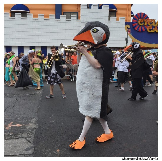 Pinguin mit Orchester