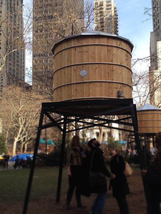 Wasserturm von Ivan Navarro im Madison Square Park