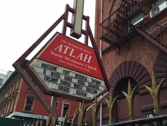 Seltsames Schild an einer Kirche in Harlem