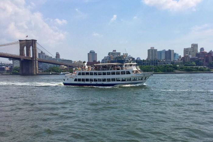 Tourboot East River