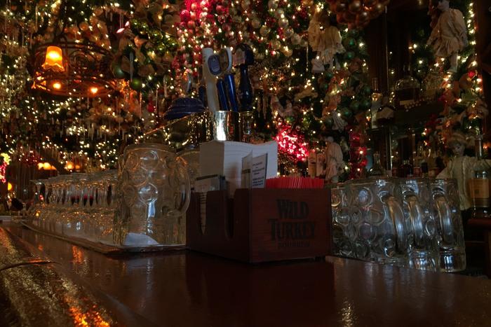 Weihnachten im März? Rolf's German Restaurant in New York