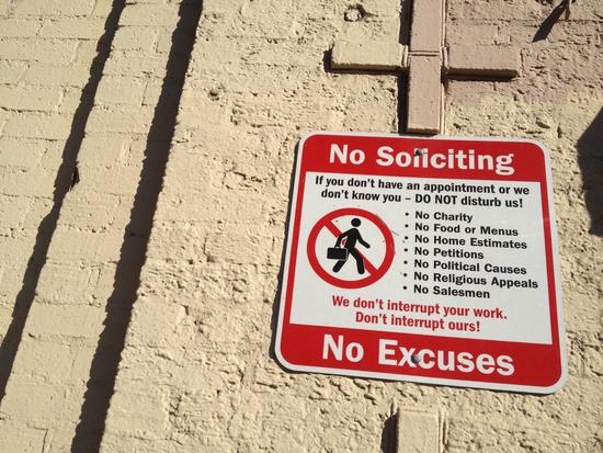 Nicht bei der Arbeit stören - Schild in New York