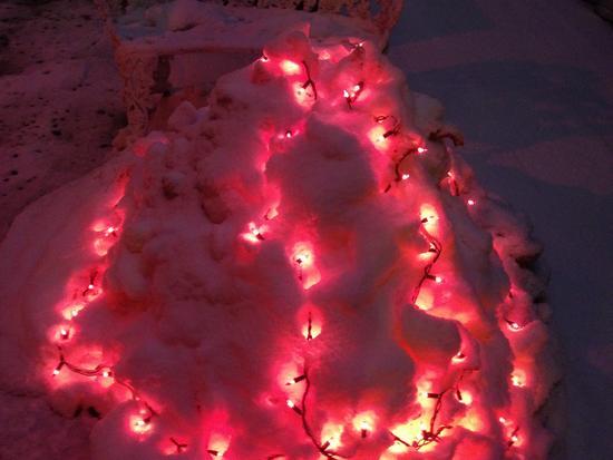 Schneeberg mit roten Lichtern in New York