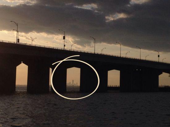 New Yorker Skyline im Brückenrahmen