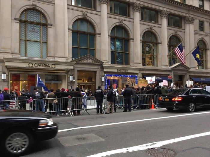 Absperrungen einen Block vor dem Trump Tower