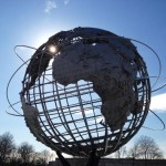 Unisphere mit Sonnenstrahl
