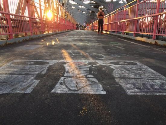 Brückenbotschaft zwischen Brooklyn und Manhattan