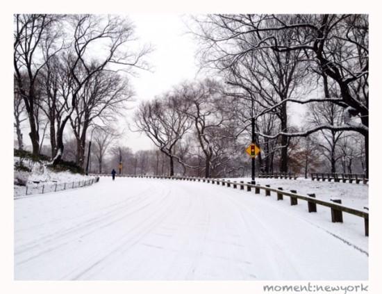 Schnee auf der Straße in New York