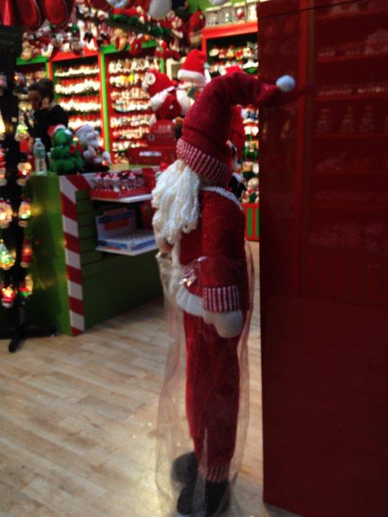Santa auf dem Weihnachtsmarkt