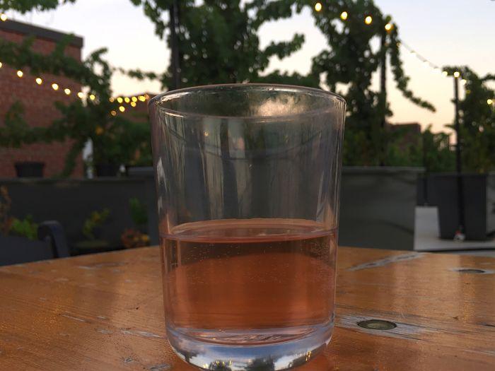 Rose Wein bei Rooftop Reds